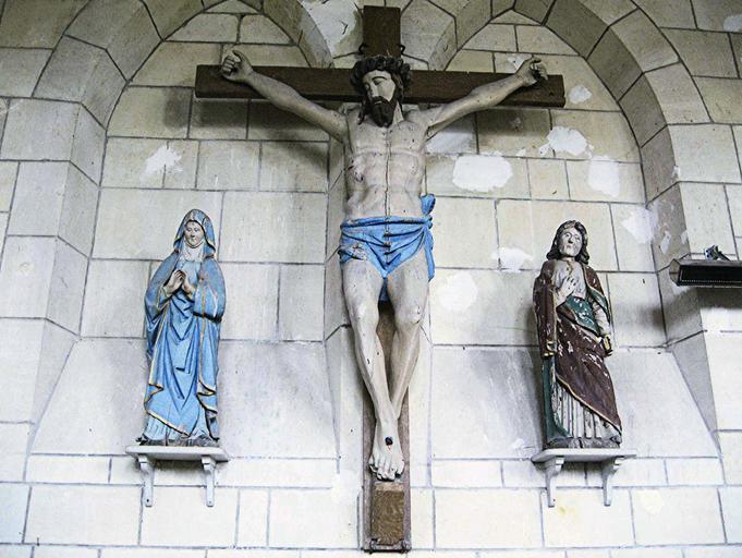 Statue : Christ en croix, bois polychrome