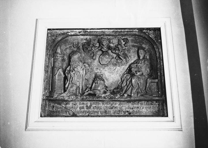 Plaque funéraire de Guillaume d'Ivory, pierre sculptée, 1460