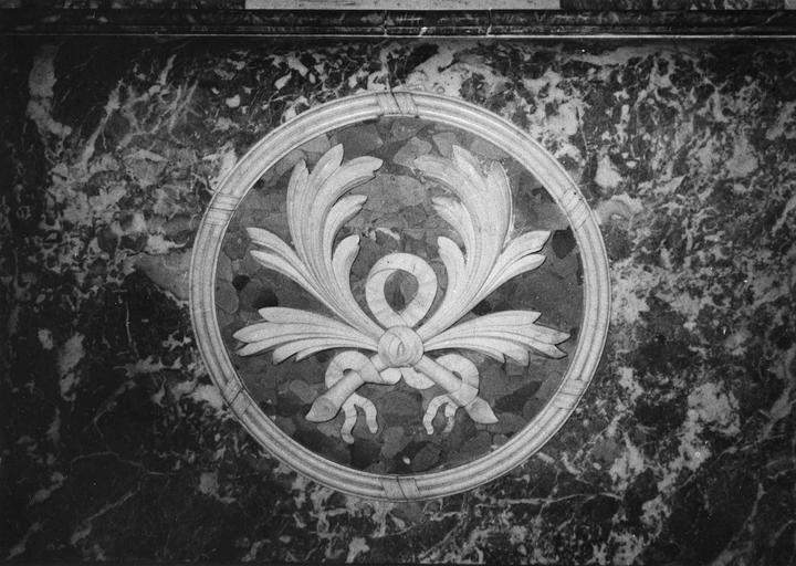 Maître-autel et son baldaquin, détail de l'autel, marbre