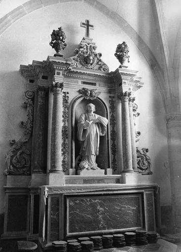 Retable et autel latéral sud, statue : saint au livre, pierre, marbre