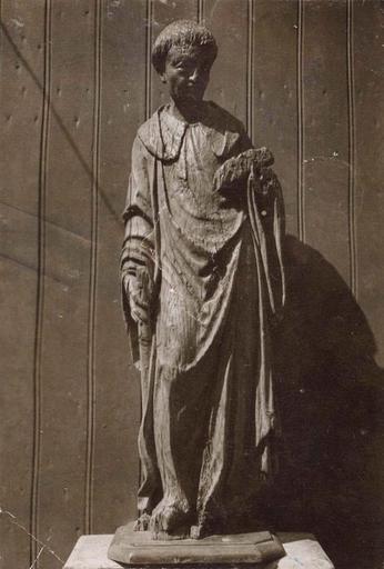 Statue de moine (provenant de l'abbaye de Mont-Dieu ?) en dépôt au Presbytère de Tourteron, bois