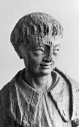 statue de moine (provenant de l'abbaye de Mont-Dieu ?) en dépôt au Presbytère de Tourteron, détail de la tête, bois