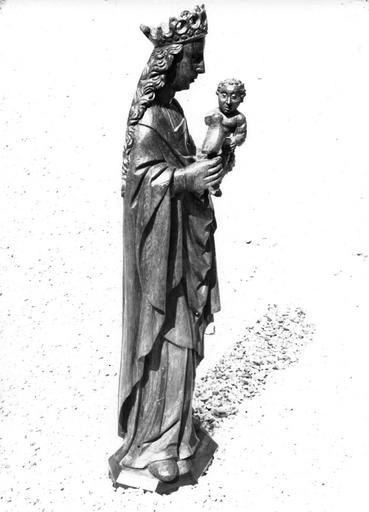 Statue dite la Vierge à l'oiseau : Vierge à l'Enfant, vue de profil, chêne