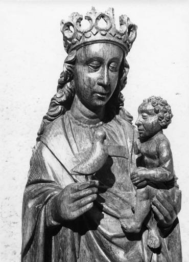 Statue dite la Vierge à l'oiseau : Vierge à l'Enfant, détail de la tête, chêne