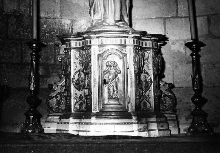 Maître-autel et son baldaquin, détail du tabernacle, marbre et bois