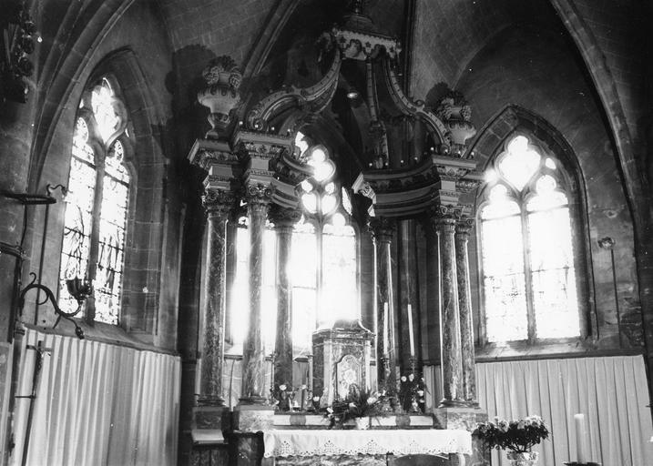 Maître-autel, bois doré et peint, marbres rouges et gris