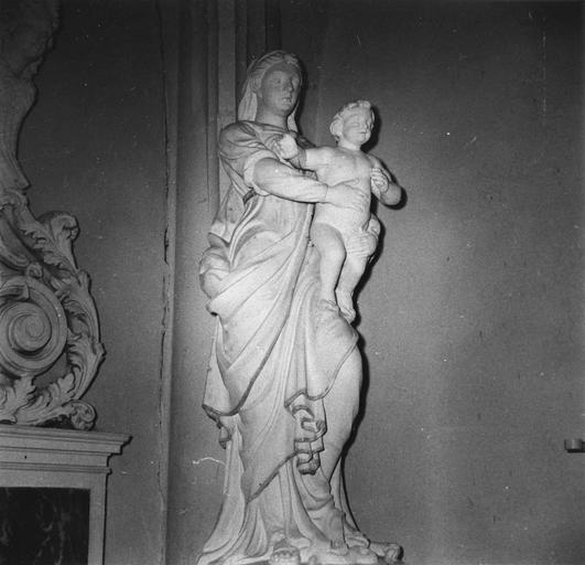 Statue : Vierge à l'Enfant, pierre et marbre
