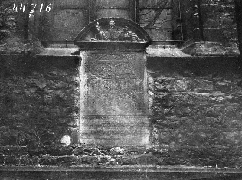 Monument funéraire : La Crucifixion
