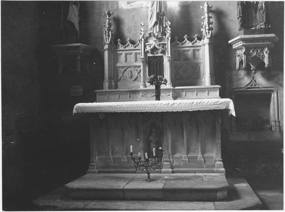 Autel latéral nord et son tabernacle