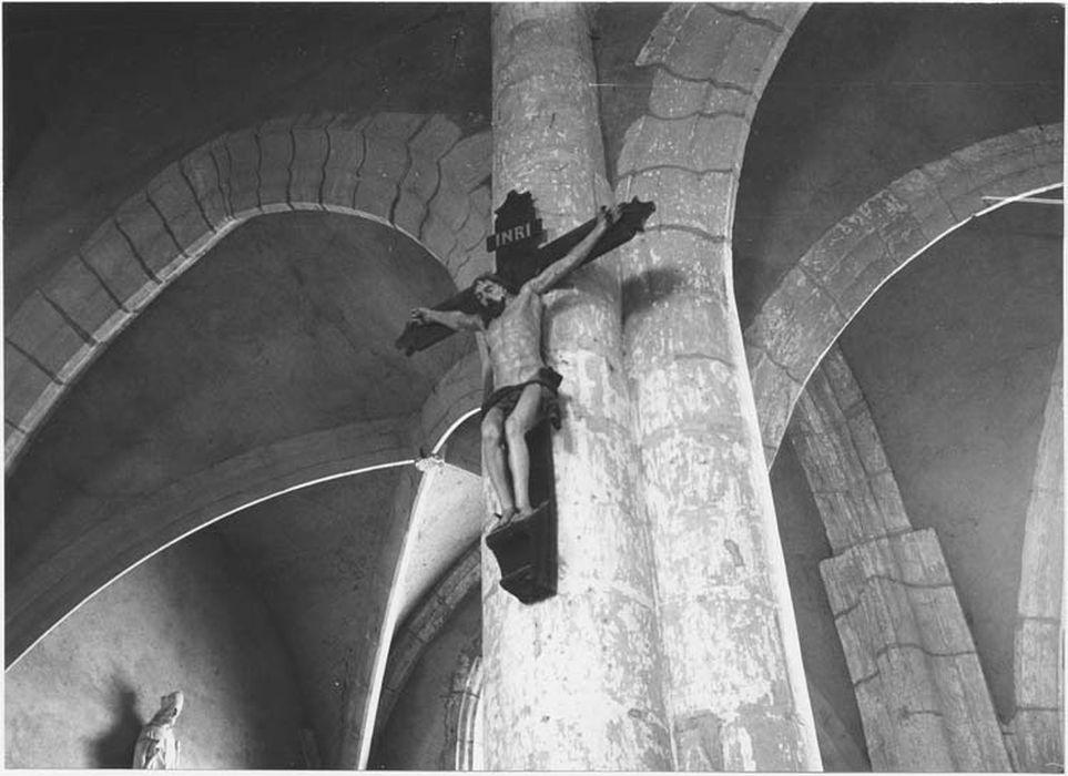 Statue : Christ en croix
