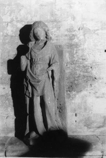 Statue : sainte