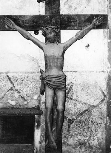 Statue : Christ en croix, bois sculpté et peint