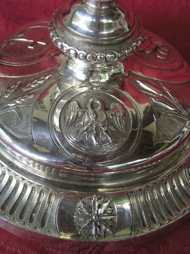 Calice, détail d'un médaillon du pied, représentation du Pélican