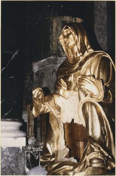 Statue : Vierge de Pitié, vue partielle