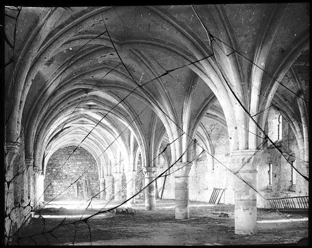 Intérieur : travée de voûtes et de piliers