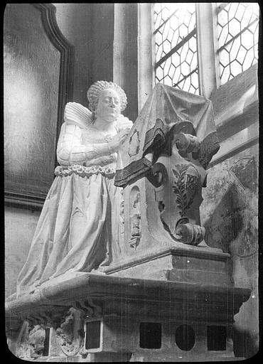 Monument funéraire de Marie Maignart (priant)