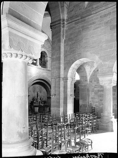 Intérieur : pilier, chapiteau