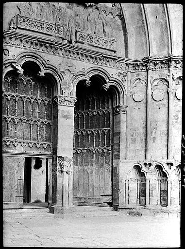 Vantaux de la porte centrale et de la porte du collatéral sud de la nef