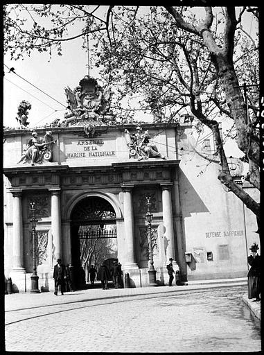 Porte de l'ancien arsenal