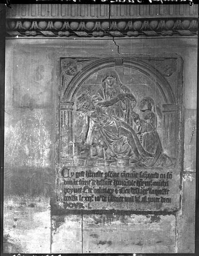 Bas-relief : Piéta
