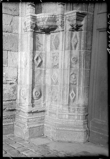 Portail du clocher : piédroit