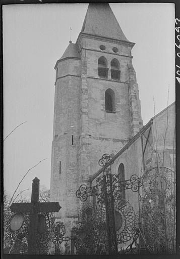 Clocher, croix de cimetière