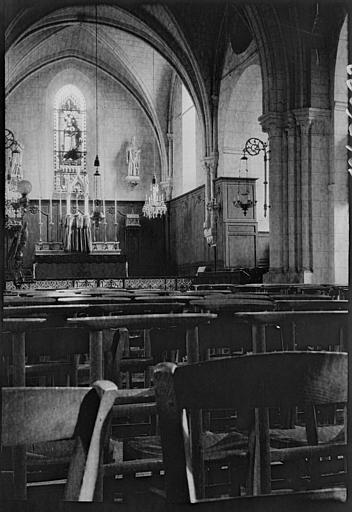 Intérieur : le choeur et l'autel