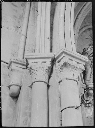 Intérieur : chapiteaux, feuillages