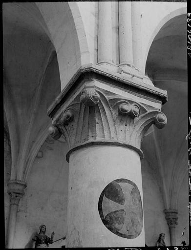 Intérieur : chapiteau de la nef