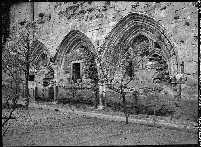 Salle capitulaire : baies murées