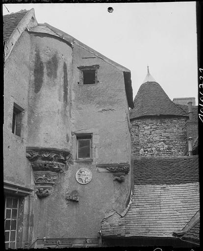 Encorbellement en angle sur maison ancienne