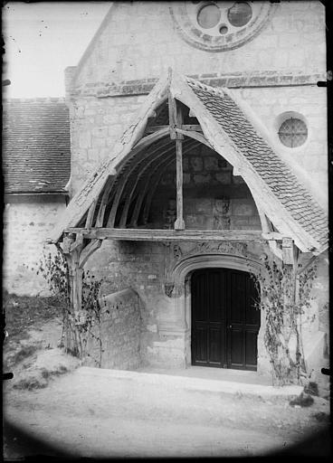 Porche ouest, portail
