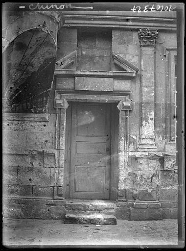 Porte d'entrée à fronton
