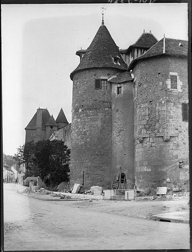 Enceinte fortifiée : anciennes tours