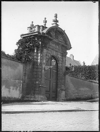 Porte côté rue