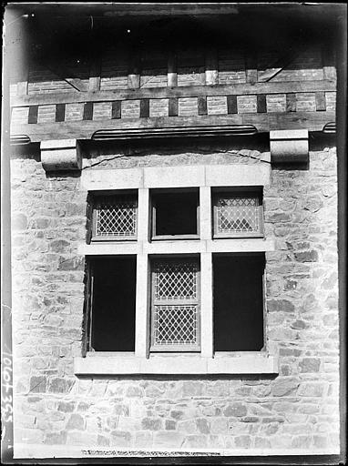 Communs : détail d'une fenêtre