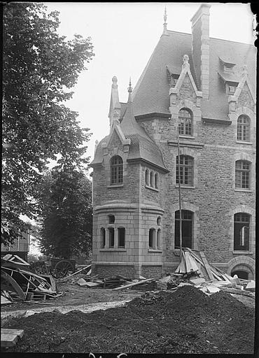 Côté ouest et tourelle en cours de construction