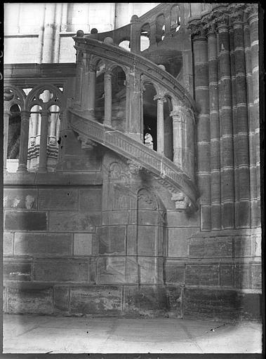 Intérieur : escalier du jubé