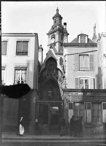 Clocher et porte du passage vers le transept sud