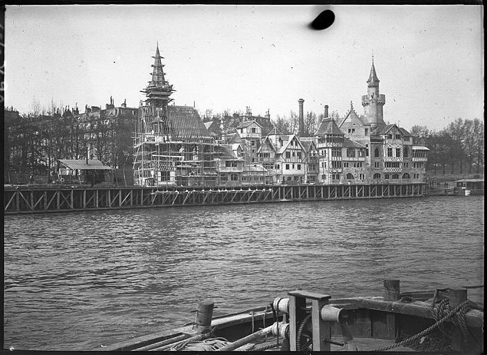 Construction des pavillons en bord de Seine