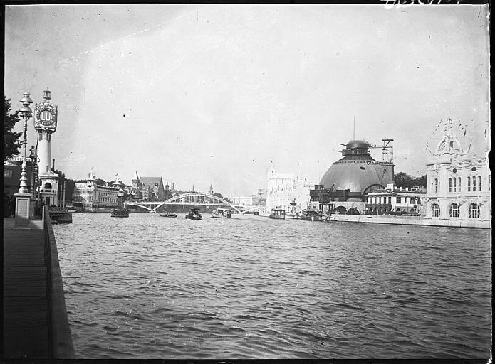 Le Creusot et divers pavillons en bord de Seine