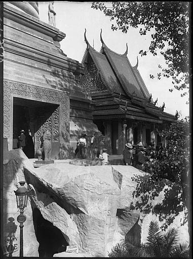 Entrée du pavillon et temple