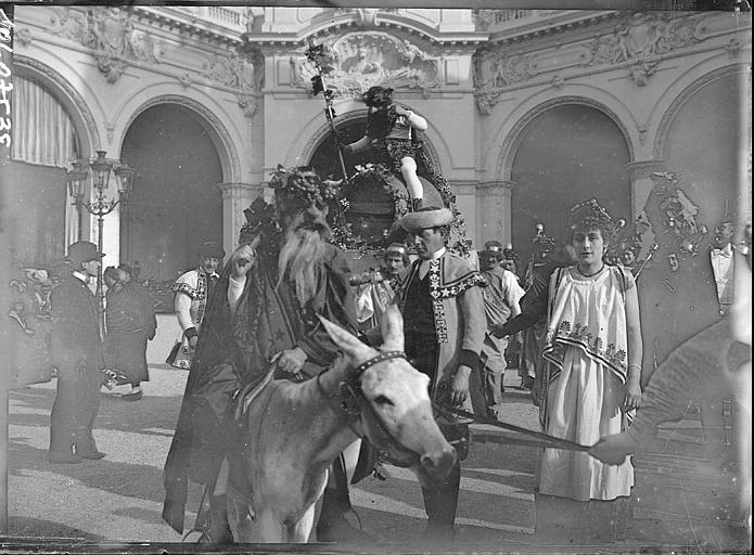 Fête des Vendanges : voiture à cheval, touristes en costume traditionnel