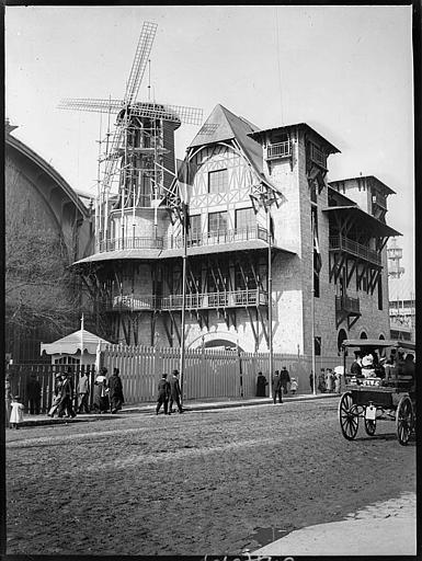 Construction du Moulin rose, visiteurs