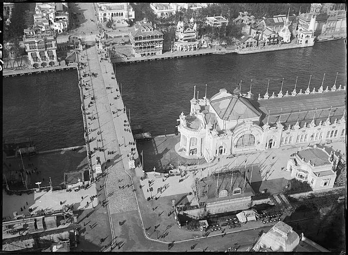 Vue aérienne des pavillons et du pont sur la Seine