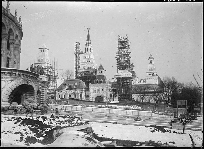 Pavillons d'exposition en cours de construction