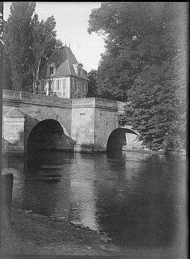 Arches du pont, pavillon