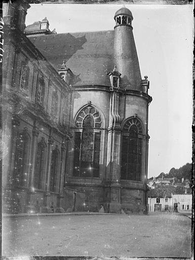 Façade et abside de la chapelle
