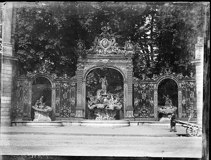 Grilles en fer forgé de Jean Lamour et fontaine, vue d'ensemble