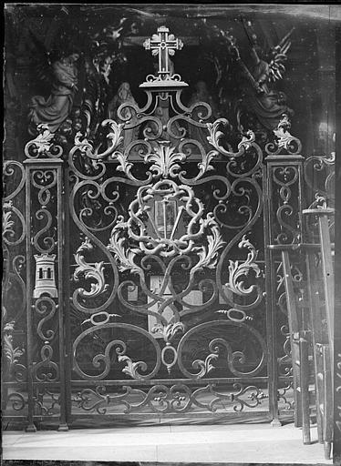 Grilles en fer forgé de Jean Lamour : détail d'une porte